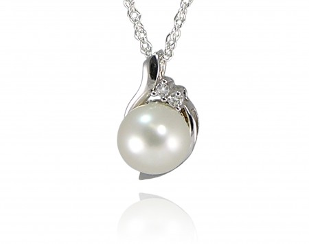 White Freshwater Pearl Pendant With Crystal Elements